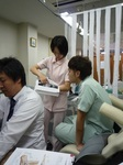 熊本先生からアドバイスを受ける新木先生.JPG